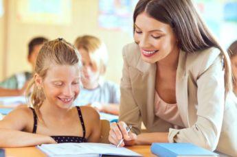 Profesora enseñando